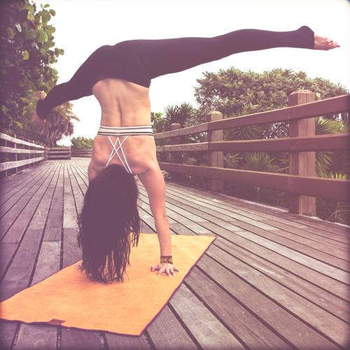the-art-of-yoga:  Yoga Teacher Heather Connor Photographeryogicasino ॐ☯the-art-of-yoga☯ॐ