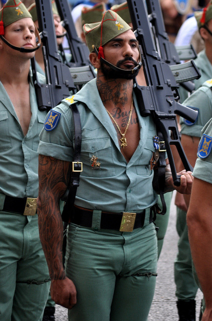 kreayshawn:  super1eklectic:  moejisan:   God bless the Spanish army    OMG hunky af