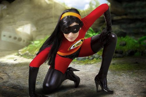 shartonnay:  demonsee:  The Incredibles, Violet  WHO IS THIS AMAZING COSPLAYER