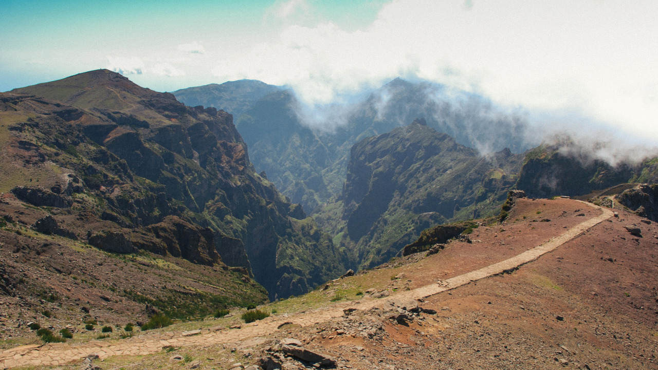 Pico do Arieiro (1818mt). Island of Madeira, Portugal