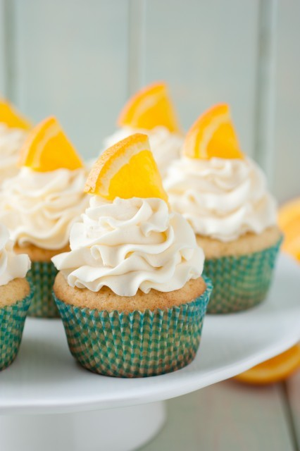 gastrogirl:  orange creamsicle cupcakes.