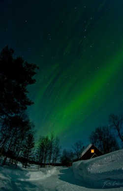 unwrittennature:  Aurora over the cottage by:  Csaba Tökölyi