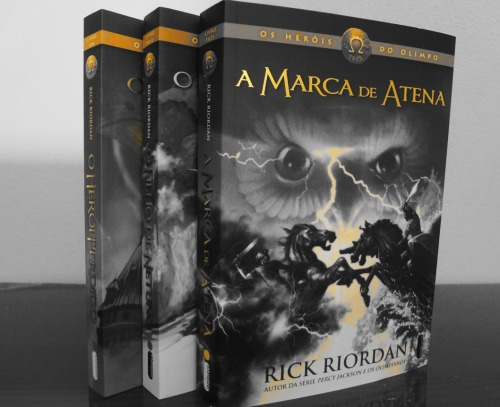 We have our first two entries for the Rick Riordan Book Photo Contest! Beatriz sent in these two wonderful picture of the Heroes of Olympus series! Great job, Beatriz! They are awesome! If you would like to join the contest head to our website and click on Contest! www.PercyJacksonMovies.com