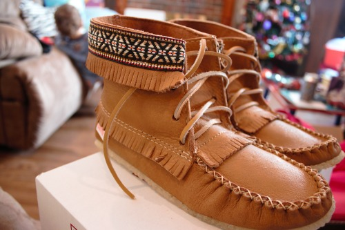 hugcats:  calif0rniab0und:  love these   hay i have shoes like those