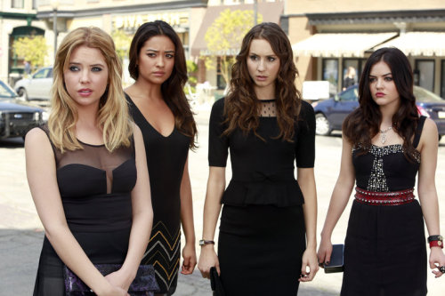 Photos from the summer premiere of Pretty Little Liars are here! June 11 is coming!