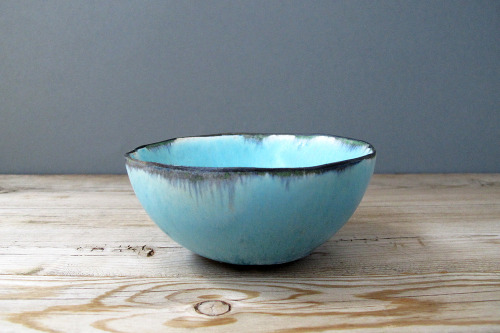 mudpuppyceramicstudio:  (via Blue Landscape Art Pottery Bowl / mudpuppy ceramic studio)