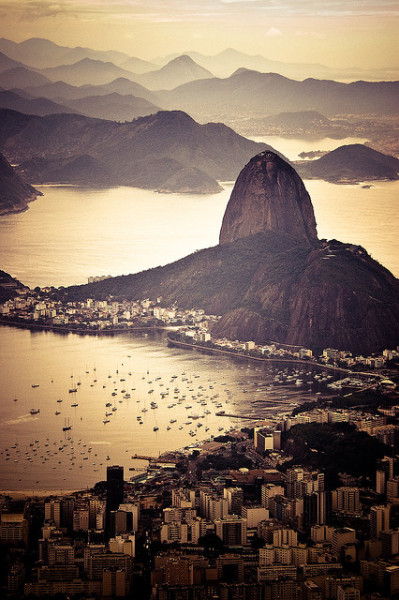 evocates:  Pão de Açúcar by theGentleman™ on Flickr.