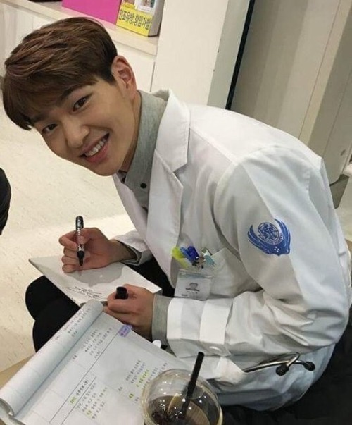 my doctor onew SHINee dots