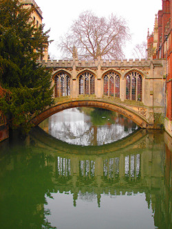 visitheworld:  The Bridge of Sighs in Cambridge, England (by Jamie Hedworth).