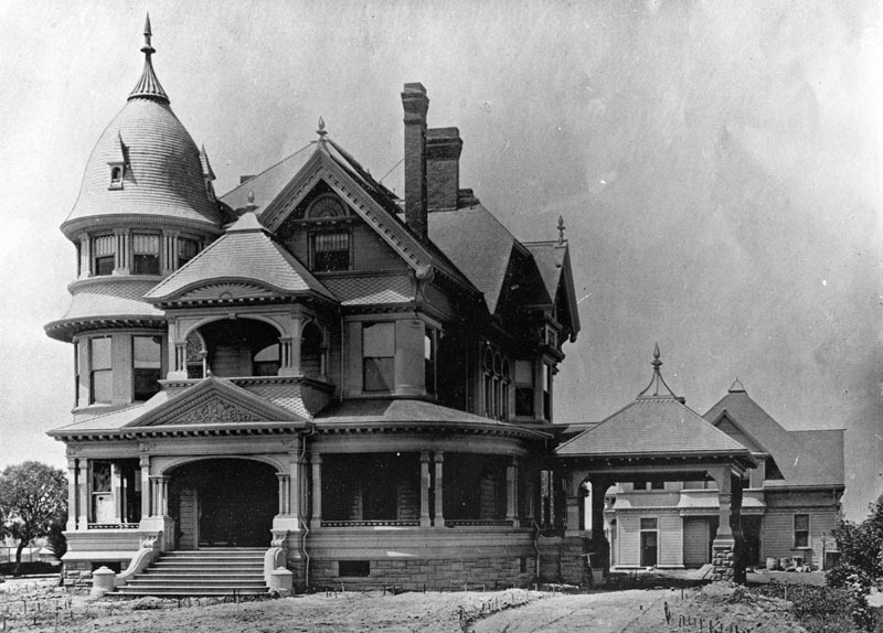memoriastoica:  The Victorian style home and carriage house of Aaron M. Ozmun at 3131 South Figueroa Street, Los Angeles, circa 1897. Bradbeer & Ferris were the architects.