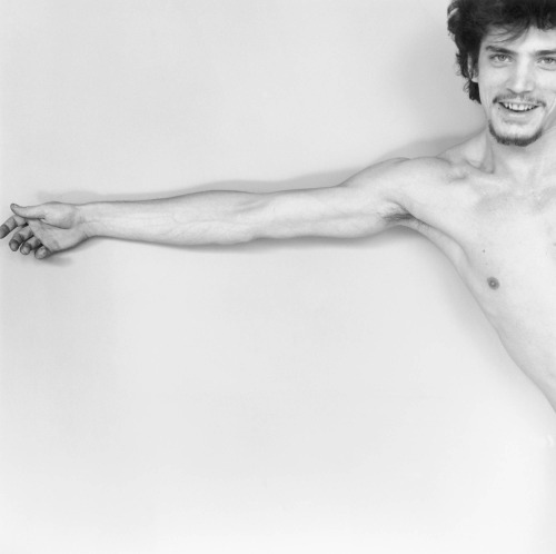 skeletonsandskin:  Self-Portrait - Robert Mapplethorpe  Just perfect.