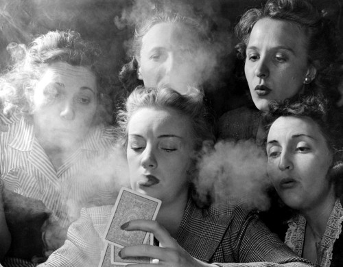 fewthistle:  Deuces are Wild. Connecticut, 1941. Photographer: Nina Leen