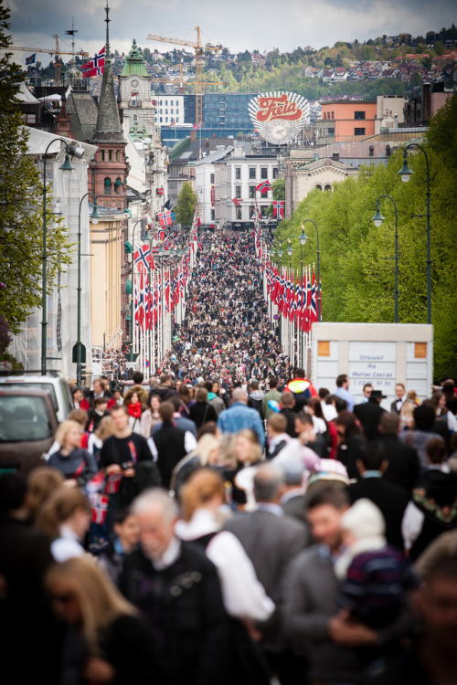 fynorway:  17th of May 2012 at Karl Johan gate, Oslo [Explored] (by Lukas Larsed)