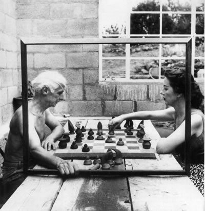 anarchaia:  locusta:  neverneverland: Max Ernst and Dorothea Tanning playing Chess