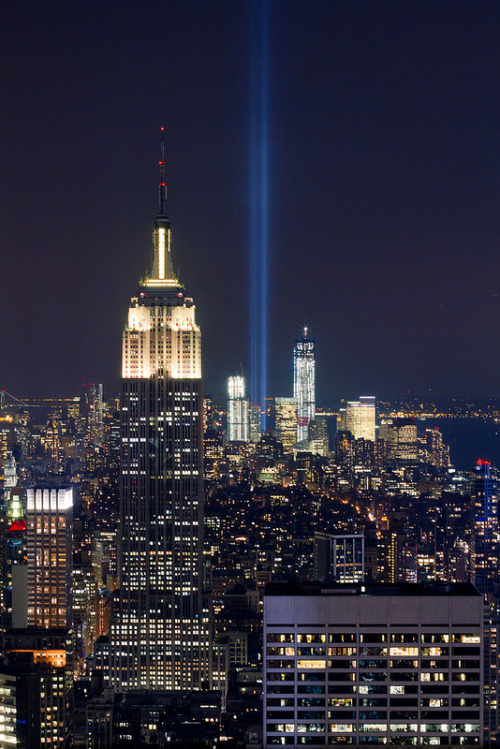 vurtual:  2012 Tribute in Light 9/11 Memorial (by RBudhu)