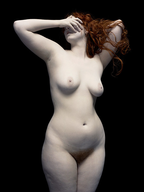 mayacohan:  Nadav Kander nudes. Painterly photos that evoke classical paintings.  Models dusted with marble.  Exquisite.