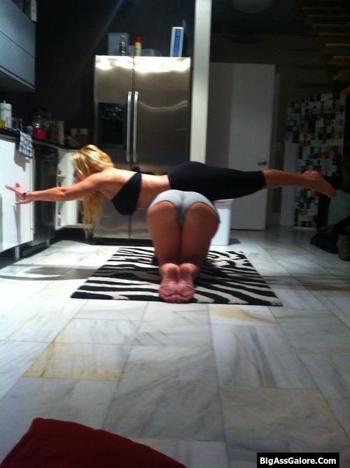 BigAssGalore.ComHot Ass in Yoga Pants &amp More
