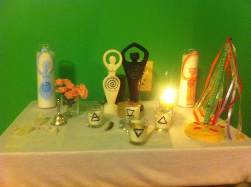 krystinakay:  My Beltane altar.   For this Beltane season, I have some mini roses, a green candle to burn throughout the season, an Adam and Eve root, and a mini maypole I crafted myself.   Happy Beltane and may all the blessings of summer find you! <3
