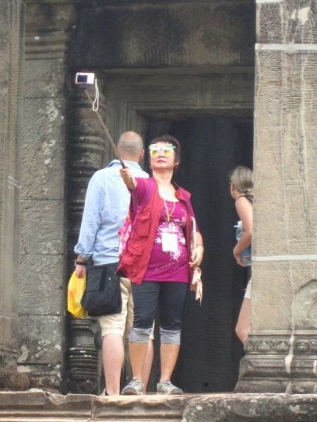 spokenunspoken:  ALL HAIL THE QUEEN OF SELFIES.
