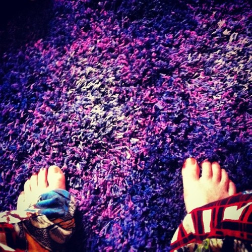 Wanna #fly like #aladdin 's #carpet ….. #goodmorning #igers have a beautifull day  #home #colors #pajamas #feet  (at ☀coinqui🍀home🌙)