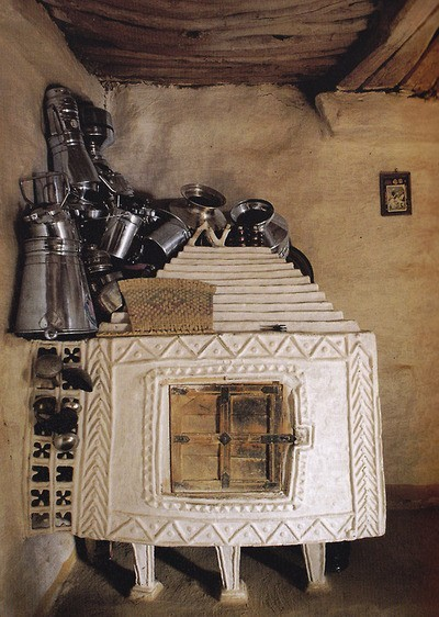 thebohemiankitchen:  The Bohemian Kitchen: Cob home stove