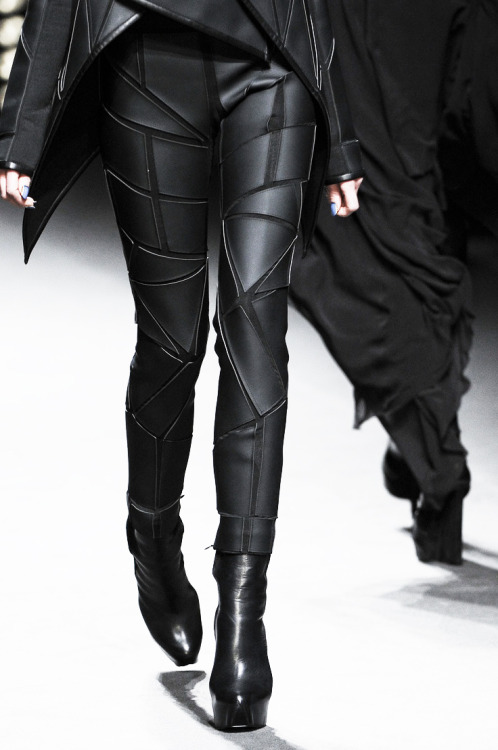 tairadawn:  Gareth Pugh Fall/Winter 2011-12