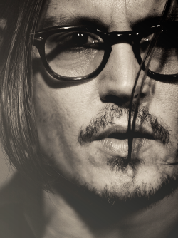 siriusblackisperfect:  Deep!  Oh Johnny!<3