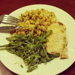 Pork chop fried up medium rare, spicy green beans, and leftover bacon mac n cheese… #HozersKitchen #TeamPiggy #FatKidCode #FoodPorn #Foodgasm