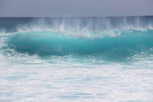suic1dalparadise:  Crashing Waves at Keawa'ula Beach or Yokohama.