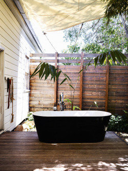 nofatnowhip:  aros:  Byron Bay Home · David and Yuge Bromley  This would be fantastic