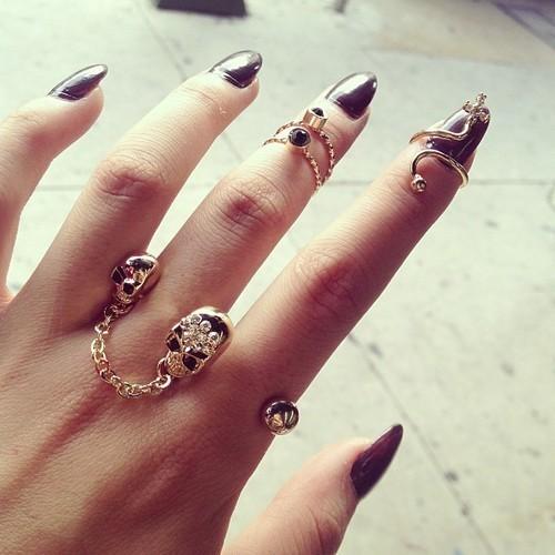 rings nails gold rings gold skull long nais girl hand pretty