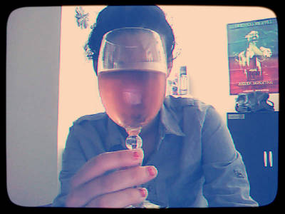Too early ? I don't think so. Love drinking grapefruit wine at tea time…