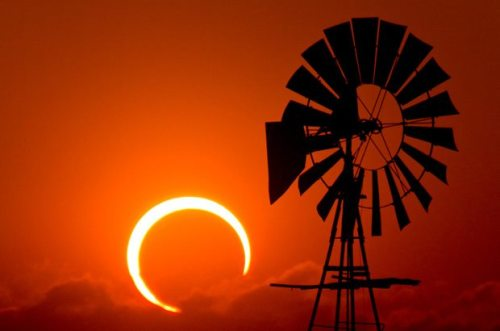 ambientwhispers:  Solar eclipse in Australia this morning! (uncredited photo - if anyone knows contact me)  Find the author of this photo? Challenge accepted! This stunning solar eclipse image was taken by Willoughby Owen on May 20, 2012 in Cochran County, Texas. So while it is a solar eclipse, sadly it's a year ago on a different continent. Sorry. http://www.flickr.com/photos/unripegreenbanana/7239242168/in/faves-johnjoh/
