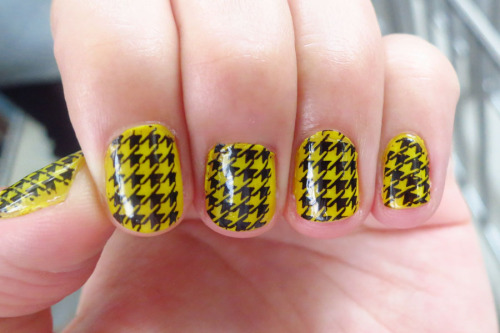 Got to love the houndstooth template.