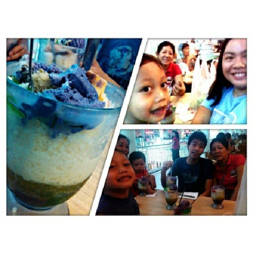 Before going to s&r,  halo-halo muna sa chowking. #family #snr #halohalo #chowking #foodie #ayalamalls #igercebu #instaddict. #instahappy  (at Ayala Center Cebu)