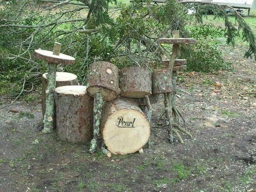 lustik:  It's a wooden drum set! via 1001 Gardens