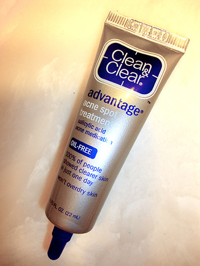 "Clean & Clear Advantage Acne Spot Treatment After spending years using my holy grail spot treatment, Clinique Acne Solution Spot Healing Gel, I decided to try something different from the drugstore. The Clean & Clear acne spot treatment contains salicylic acid and it's supposed to be effective towards whiteheads. After using this product for a couple of month, I think this product is all right for treating small bumps and whiteheads. But it's pretty ineffective and it does absolutely nothing when I'm experiencing hormonal breakout. During ""that time fo the month"", this product doesn't make a difference in terms of controlling and preventing pimples. Additionally, there's a strong scent associated with this product and I don't really like it. It's similar to the smell you'd find in Clean & Clear cleansers. I'll use up the tube that I have right now but I won't be re-purchasing after I'm done using it. -Karen Follow me on: Twitter 