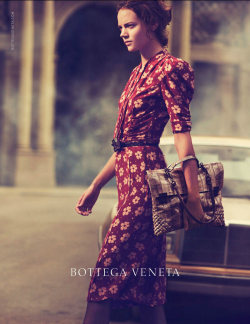 freja beha for bottega veneta! finallyy! haven't seen her face in so long I was becoming discouraged. she looks stunning as always.