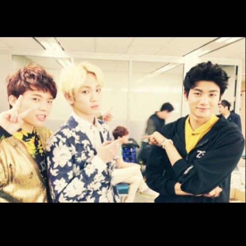 forevershiningshinee:  [Photo]  Key's Instagram Update 130331 #3 -  congratulations namu !! from hyungsik &bumkey (guess who is that boy behind us ) Credit; bumkeyk [Photo] Key's Instagram Update 130331 - http://bit.ly/16pegVm  [Photo] Key's Instagram Update 130331 #2 - With Minho's feet - http://tmblr.co/ZGt9AyhYANKU