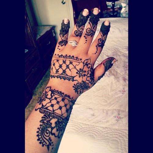 My hands felt so bare #henna