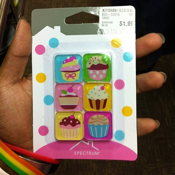 I got me some cupcake magnets!!!!!!!!!!!!' Omg!!!!