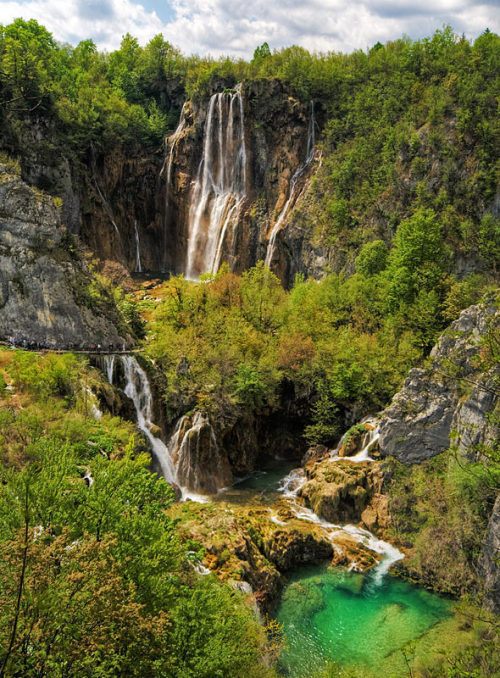visitheworld:  Outstanding natural beauty of Plitvice Lakes National Park, Croatia (by testmaniac).