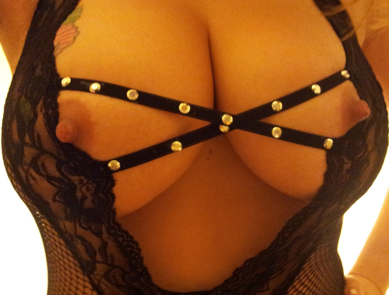 naughtynicegirl69:  Getting a little nippley in here!!!;0
