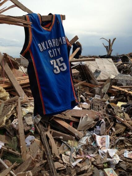 nba-4-life:  Moving picture of KD's Jersey hanging from rubble in the after math of the OKC Tornado.