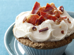 miscellaneousdesserts:  Maple French Toast and Bacon Cupcakes (recipe)
