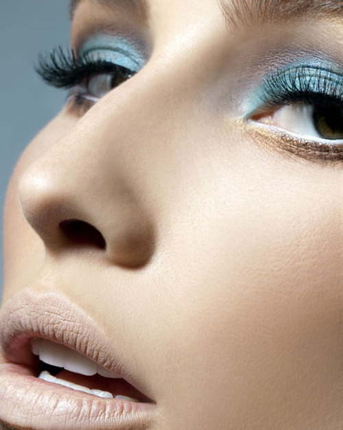 makeupartistsmeet:   Nude Lip & Sky Blue Shadow.  What do you think? Photographer: