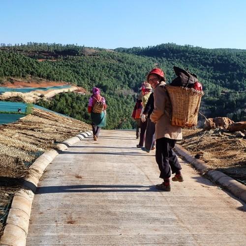 Local women help build a #golf course near Kunming, #China. #forbiddengame http://forbiddenga.me