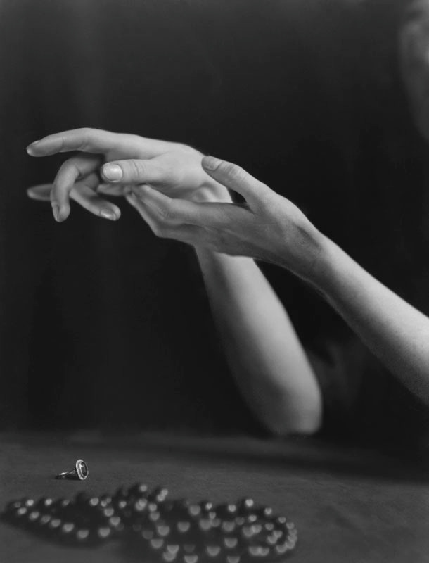 Hands & Jewelry - Seduction, 1922E.O. Hoppé