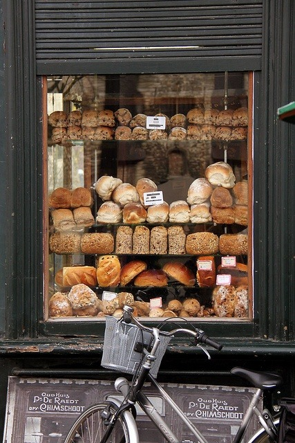 escapemylifeaway:  (via Beautiful Lands / Himschoot Bakery | Ghent)