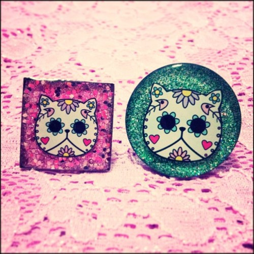 New square shaped rings coming soon to the Día de los Meowtos Collection #locketship #jewelry #ring #cute #cat #dayofthedead #diadelosmuertos #meow #sugarskull #glitter